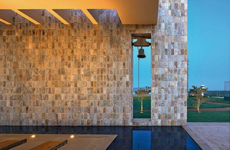 http://arcoweb.com.br/projetodesign/arquitetura/bl-arquitetura-capela-bom-despacho-mg