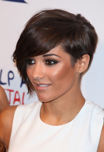 When my hair starts to grow out from this cut I got now...I'll probably get it cut like this next....kayute!