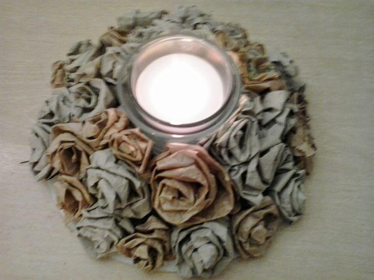 pindepummi: nontuttomaditutto: fai da te  bijoux  arte riciclo  foto  racconti  viaggi pensieri : Sempre in tema di rose ......Centrotavola con rose...