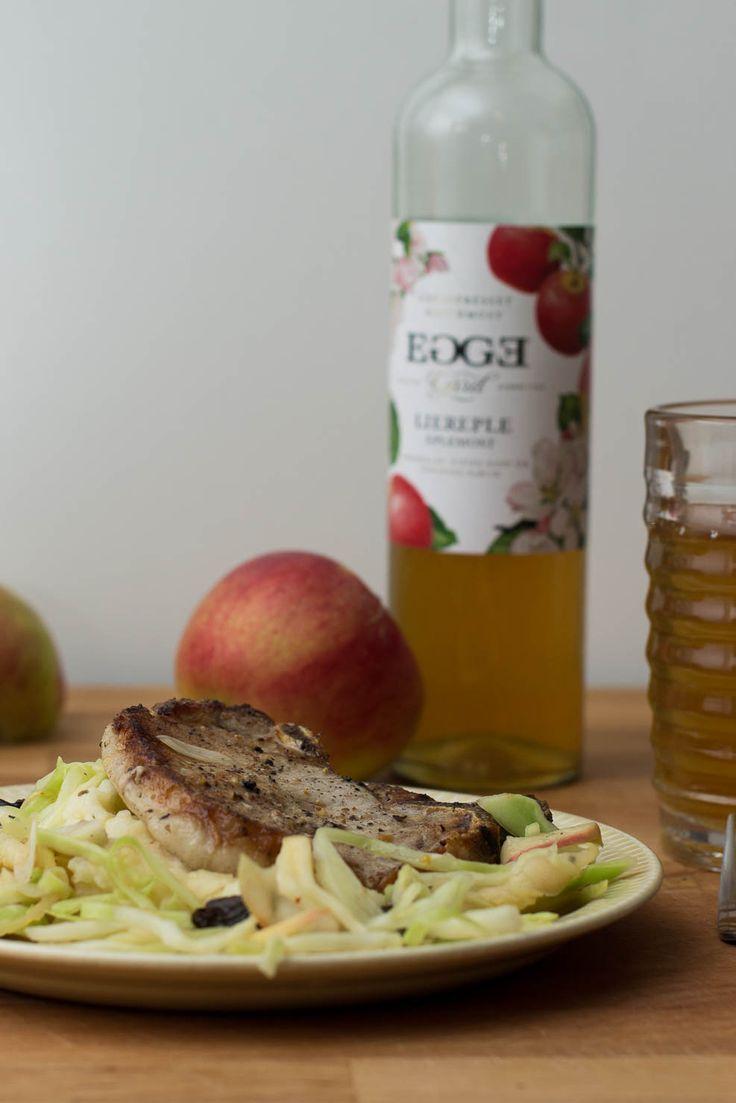Svinekotelett i eplesaus med kålsalat og potet- og blomkålmos