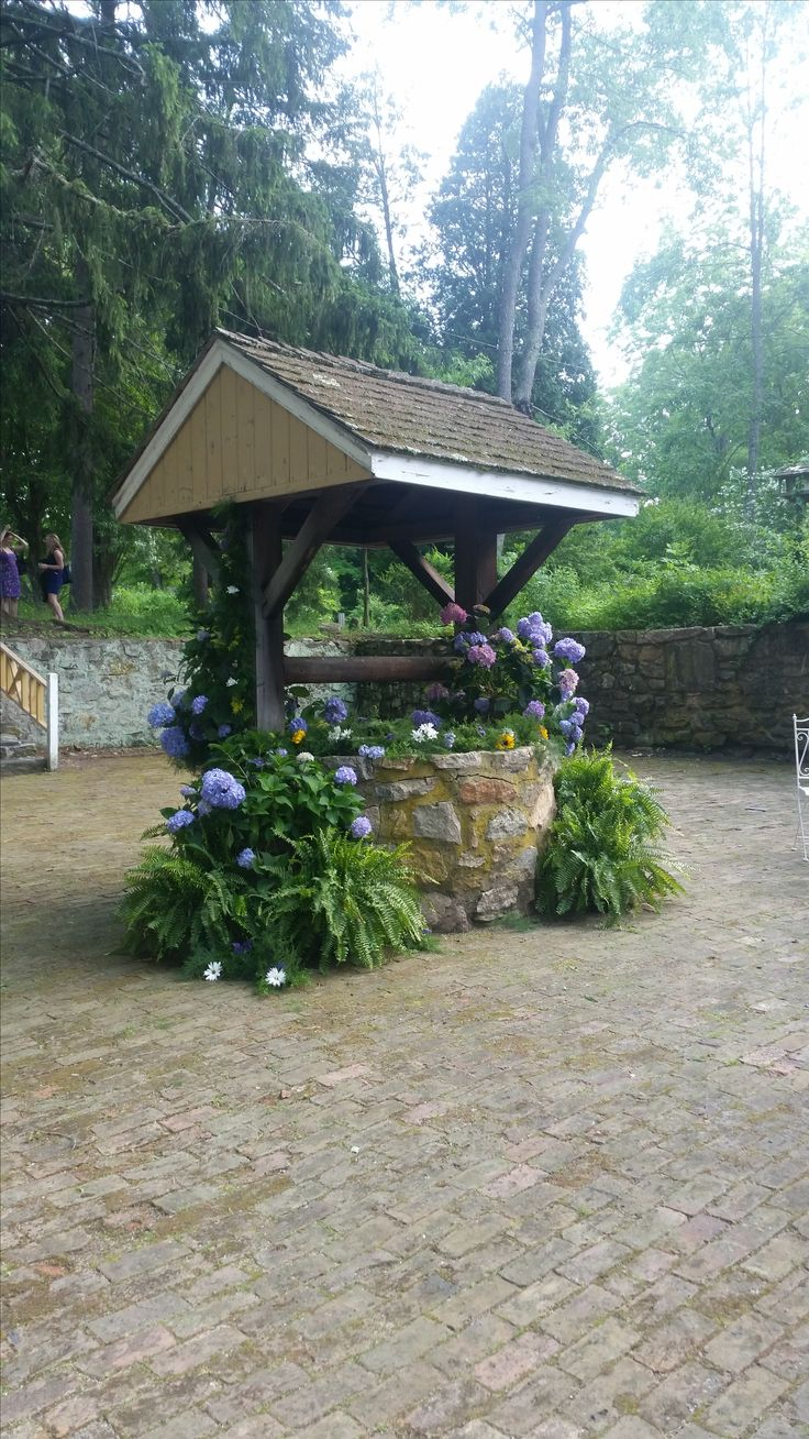 Wishing well area behind Carriage House