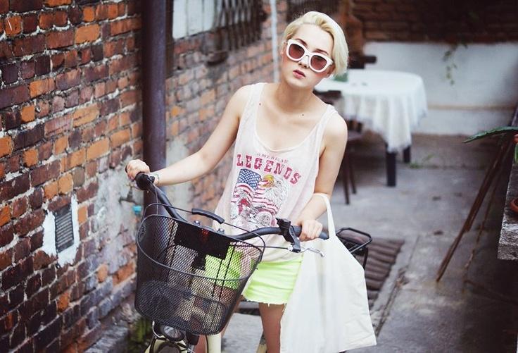 Na początek dnia - Olga Oktawia i nasza bluzka :)     Zobaczcie więcej fot.: http://olgaoktawia.blogspot.com/2012/07/one-of-us.html