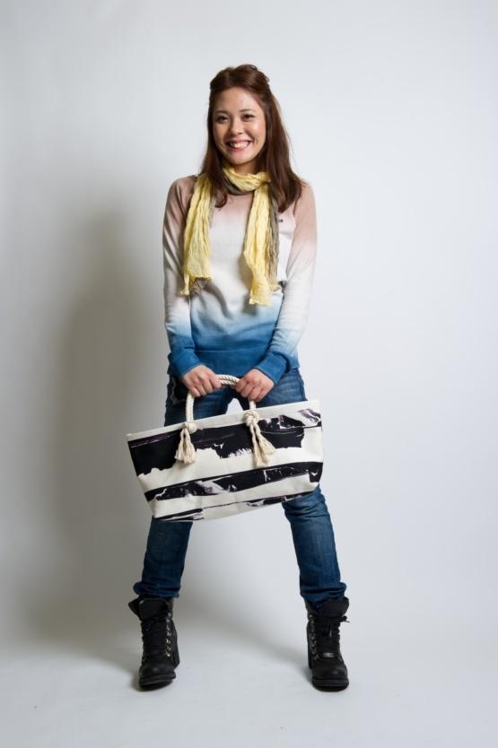 ☆devadurga(デヴァドゥルガ)からバッグ入荷!!  帆布を使用したミニトートバッグ。アウトドアフィールドでの  セカンドバッグとしても活用し易いサイズ。  取っ手部分の縄がアクセント。    OUTDOOR