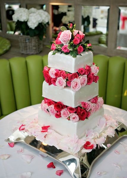 putting fresh roses on wedding cake best 25 wedding cake fresh flowers ideas on 18931