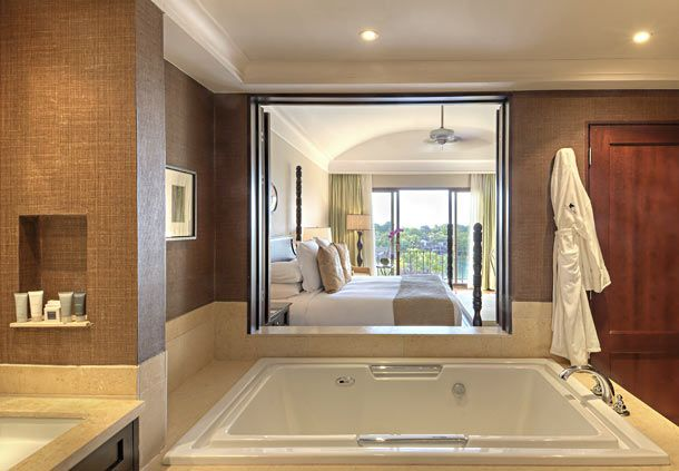 Suites features exquisite views. http://bit.ly/1YbAy5W #lizmoorepanamaweddings @jwmariottpanam