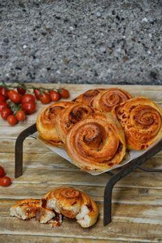 La Cucina di Stagione: Girelle di pan mozzarella, pomodoro e filetti di alici