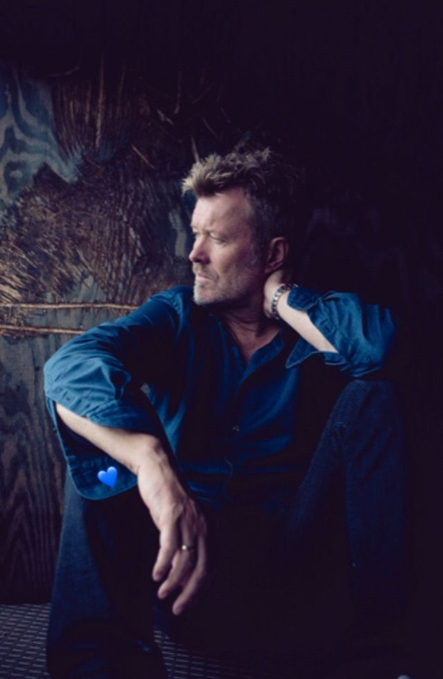 Pin By Giuliamarchetticlarke On Magne Interview Hit Songs Dark