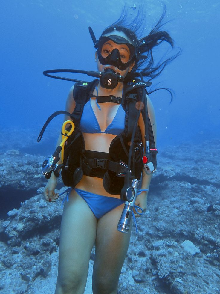 Wonder woman underwater mission on her sexy blue swimsuit