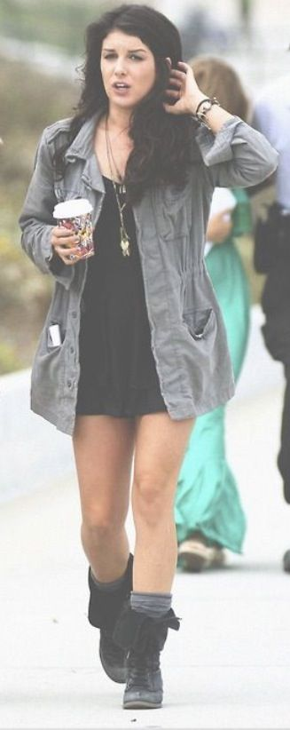 Love Annie's style from 90210!