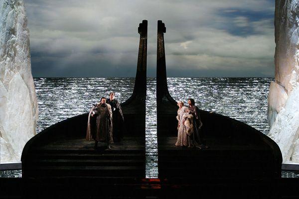 Tristan und Isolde. Teatro San Carlo. Scenic design by Ezio Frigerio.