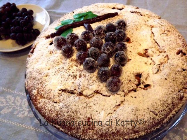 La buona cucina di Katty: Torta con ripieno di uva (fragola) e noci