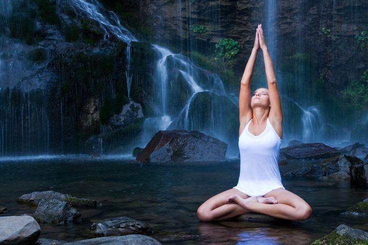Напоминаю, что Инь Йога появилась на стыке йоги и даосских практик, что само по себе уже очень интересно (более подробно об этом здесь). В принципе считается, что ее надо практиковать вместе с другими, более активными видами йоги, но по моему личному опыту, она великолепна и сама по себе.