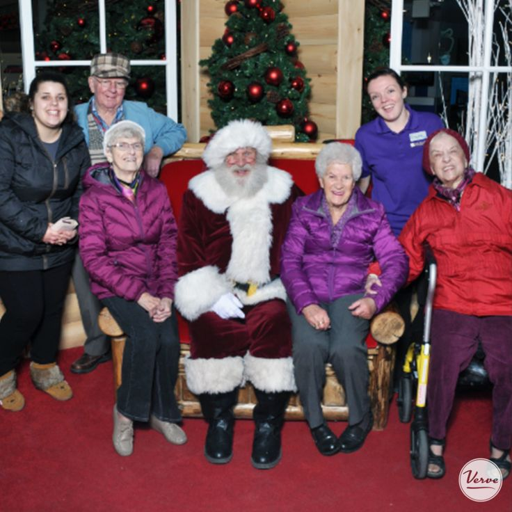 A few of the residents at the Richmond went for their monthly shopping trip to the mall and low and behold they came upon Santa. 🎅🏻 They decided to tell Santa their wish list. #vervesenioriving