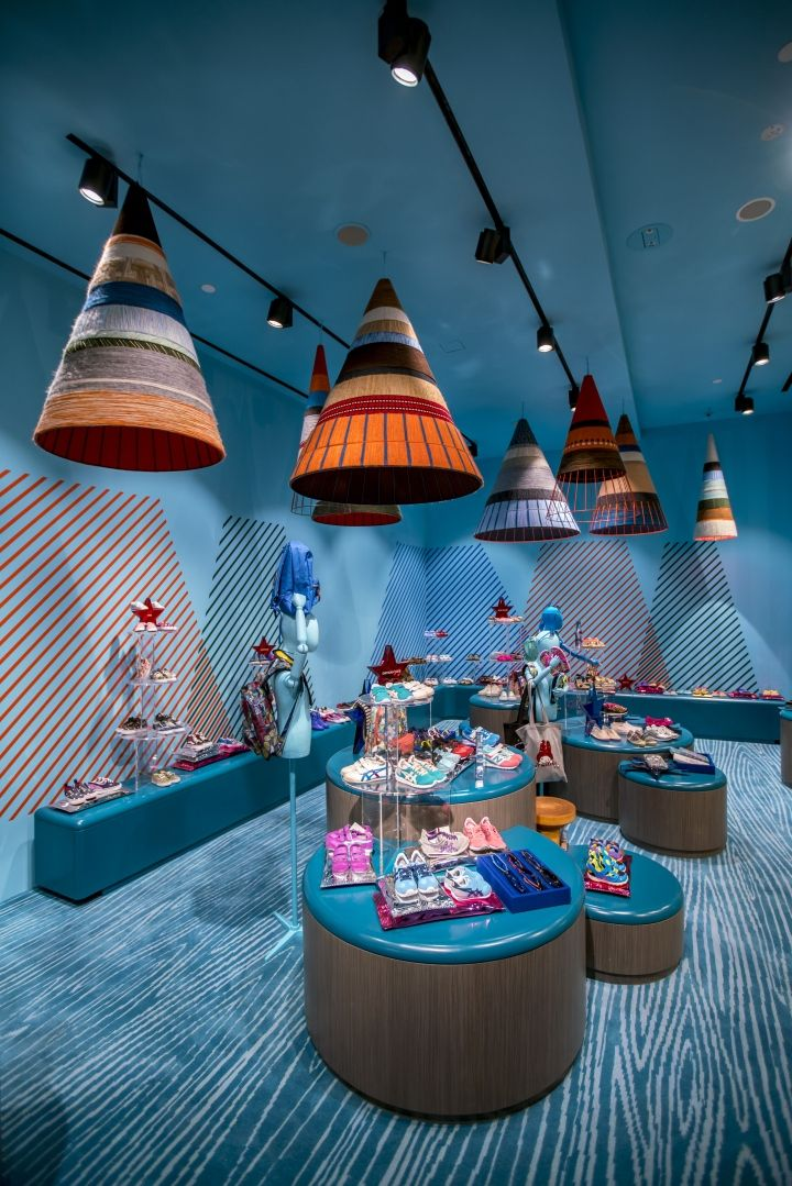 As the name pun already implies, Pedder on Scotts is the establishment of the footwear and accessories specialist, Pedder Group at Scotts Square, Singapore. Like this look? City Lighting Products can help! https://www.linkedin.com/company/city-lighting-products