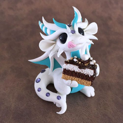 Smores-Cake-Dragon-Sculpture-by-Dragons-and-Beasties