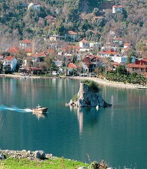 Selimiye köyü/Marmaris/Muğla/// Selimiye, Muğla ilinin Marmaris ilçesine bağlı mahalle Bağlı ilçe merkezine yaklaşık 35 km uzaklıkta deniz kıyısındadır. Halkı balıkçılıkla geçinir. Türkiye'nin önde gelen yat limanlarından Sığliman koyu da Selimiye'de bulunmaktadır.