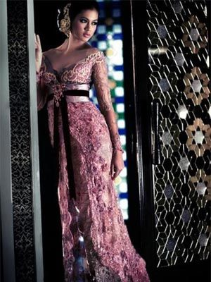 Oh I am very tempted with Indonesian Kebaya for wedding dress. Just like this one.