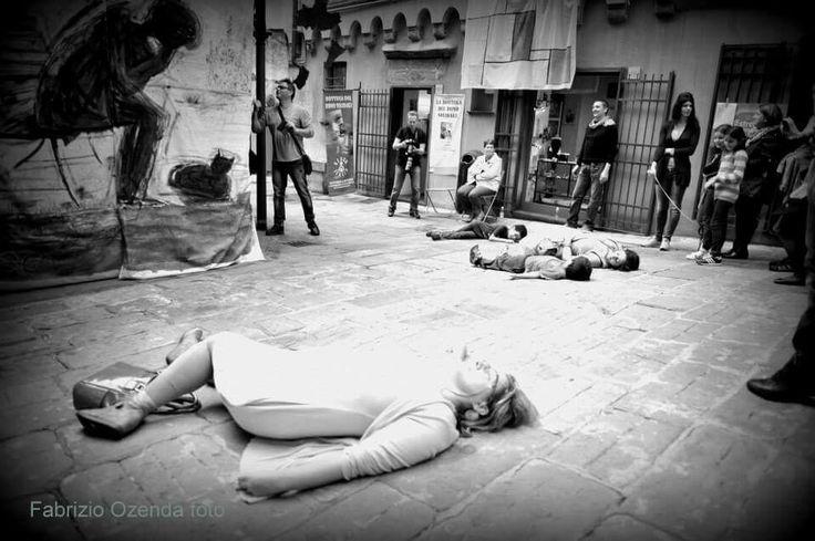 26/10/2013 genova piazza dei trogoli di santa Brigida 365 suicidi atto primo.  Installazione artistica dedicata alle vittime della crisi economica