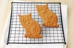 猫好きな人には絶対に喜ぶこと間違い無しなお土産が浅草の菓子工房ルスルスで買えるミカモトサブレ 浅草にある洋服屋さんの猫の名前から取った名前なんだそうですが見た目がとにかくかわいい( シナモンとジンジャーの優しい風味が美味しいサブレです( ω ) 東京土産がマンネリ化してきたという人にもおすすめです tags[東京都]