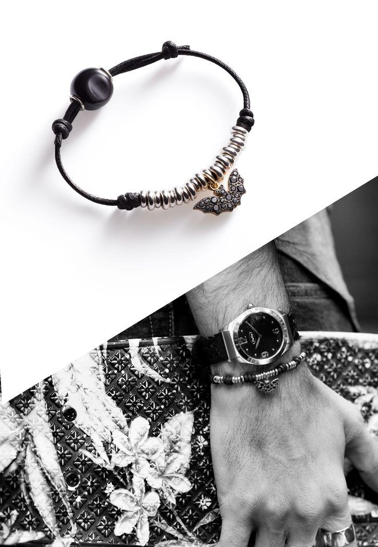 The black bat bracelet: perfect for a charismatic man.