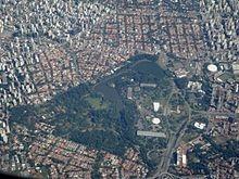 """A região alagadiça (Ibirapuera (ypi-ra-ouêra) significa """"pau podre ou árvore apodrecida"""" em língua tupi; """"ibirá"""", árvore, """"puera"""", o que já foi) que havia sido parte de uma aldeia indígena na época da colonização, era até então uma área de chácaras e pastagens.  Já na década de 1920, o então prefeito da cidade - José Pires do Rio - idealizou a transformação daquela área em um parque semelhante a existentes na Europa e Estados Unidos, como o Bois de Boulogne em Paris, o Hyde Park em Londres…"""