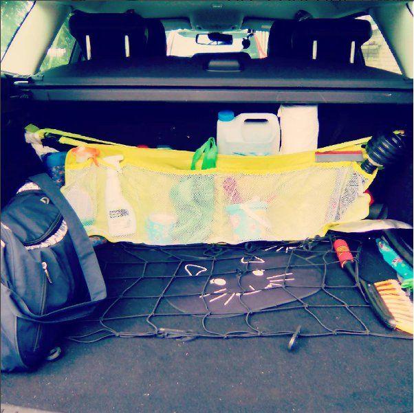 Как выглядит багажник? Я вожу с собой: - аптечку, - средство для чистки стекол и водосгон, - средство для чистки обивки, - щетку, - лопату, - два зонта, - шторки от солнца, - канистру омывайки, - канистру масла, - рулон одноразовых полотенец, - насос, - перчатки, - лейку, - резиновые сапоги, - сумку с формой для тренировок, - запаска под дном багажника и еще некоторые инструменты, - детские игрушки, - мелки для асфальта.  В салоне: - две пары очков (с желтыми стеклами и солнцезащитные)…