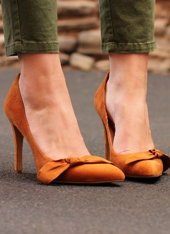 Fall accessories are stepping out into the streets!