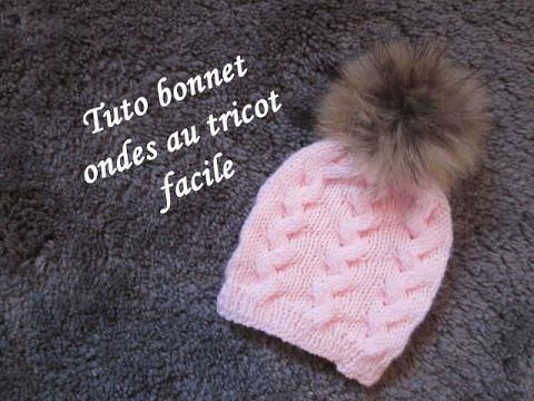 Bonnet torsade en forme d'ondes au tricot facile à réaliser. Explications toutes tailles.