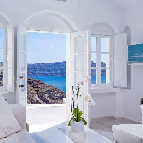 Open the doors to peacefullness and relaxation at the Canaves Oia Villa
