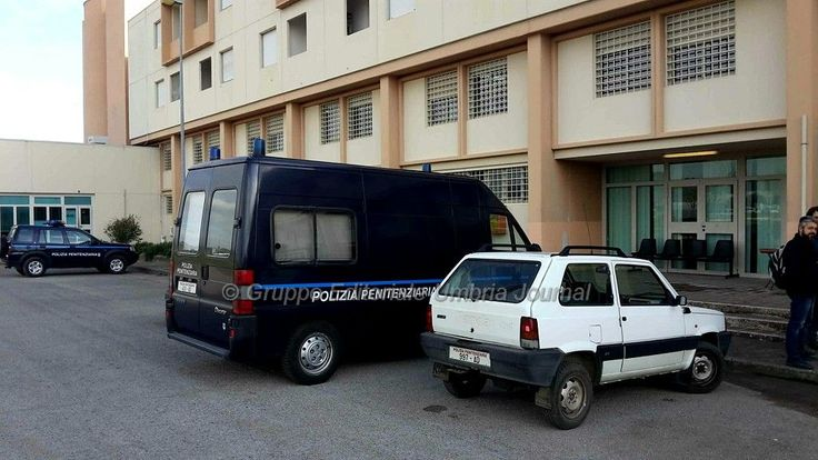 Escono dal carcere, albanese e algerino, subito a casa loro