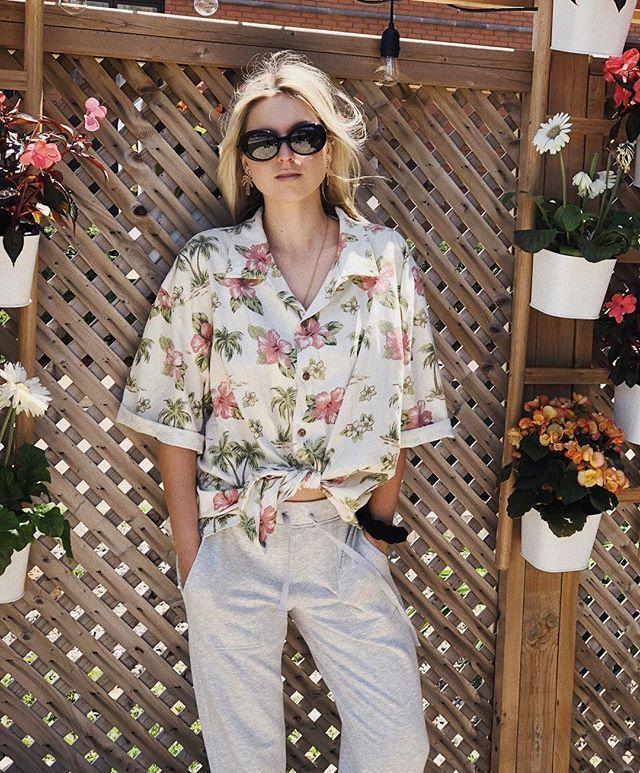 Oversized Hawaiian Shirt Outfits | Hawaiian shirt outfit, Shirt ...