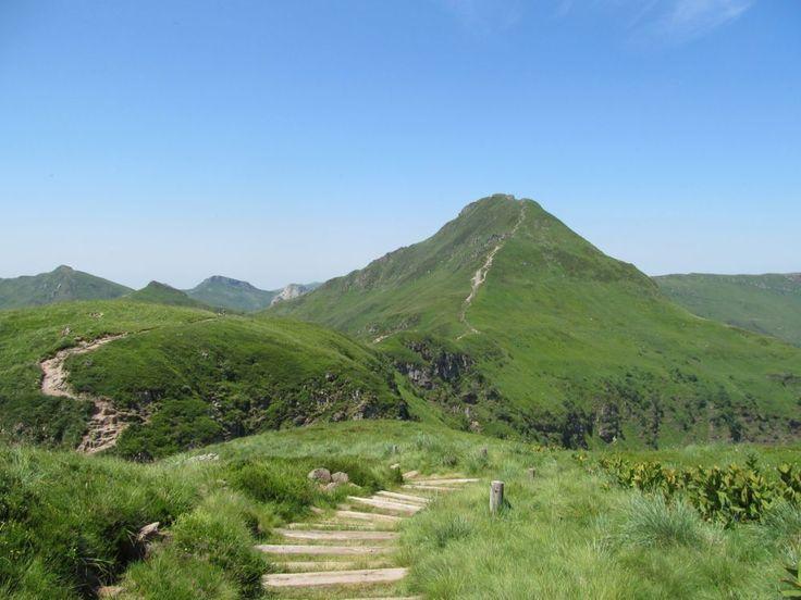 (Cantal in Centraal-Frankrijk) Het uitzicht vanaf de top Puy Mary is fenomenaal.