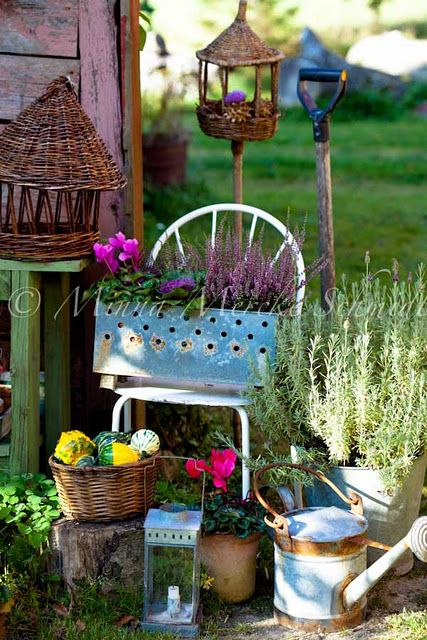 17 best images about garden vignettes on pinterest for Country garden ideas