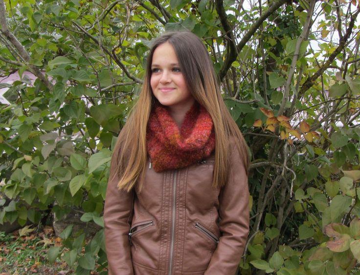 Snood, tour de cou, écharpe tubulaire tricoté en laine chiné rouge - tricoté main - automne/hiver 2016 : Echarpe, foulard, cravate par kikoune-creations