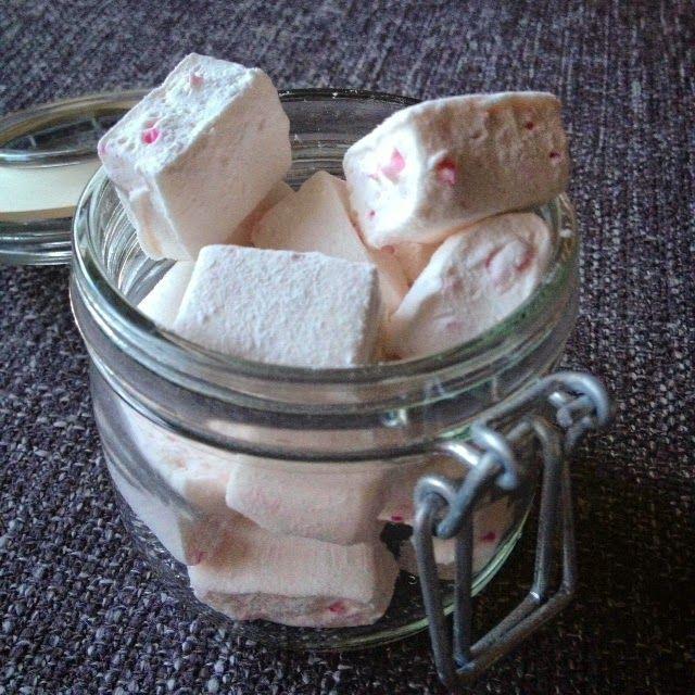 Piparminttuvaahtokarkit / Candy cane marshmallows