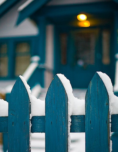 turquise-fence-with-snow by cropp, via Flickr