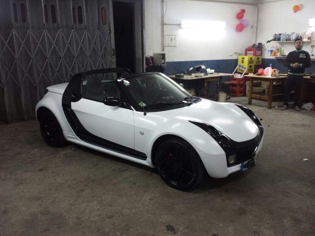 smart roadster matte white