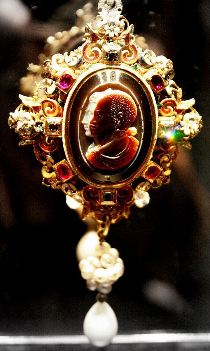 Resultado de imagen para the drake cameo jewelry