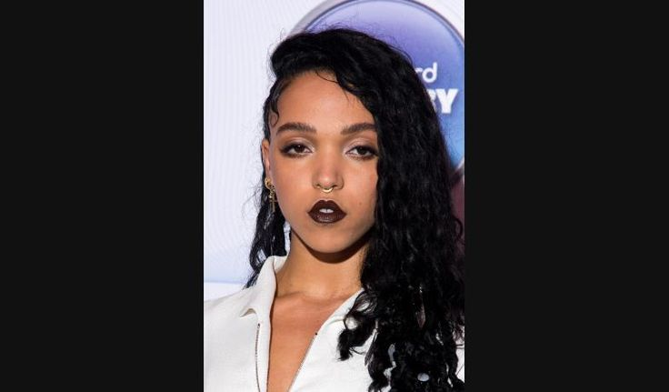 Los 9 peinados más excéntricos de FKA Twigs, la novia de Robert Pattinson | Fashion TV