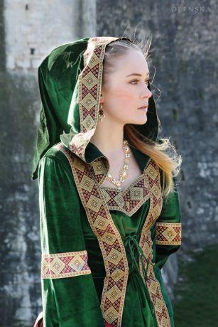 Robe médiévale ;