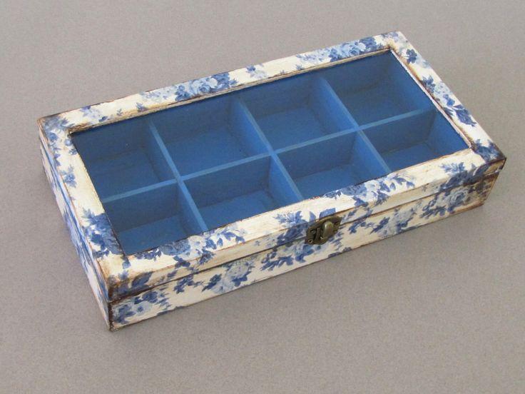 Caja de joyería floral con compartimentos, caja de regalo de la abuela, caja de té con tapa de cristal, caja de costura de madera, caja de decoupage, rosas azules de ArtandWoodShop en Etsy https://www.etsy.com/es/listing/241700964/caja-de-joyeria-floral-con