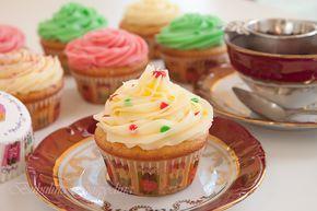 Cupcakes cu fructe de padure si buttercream frosting
