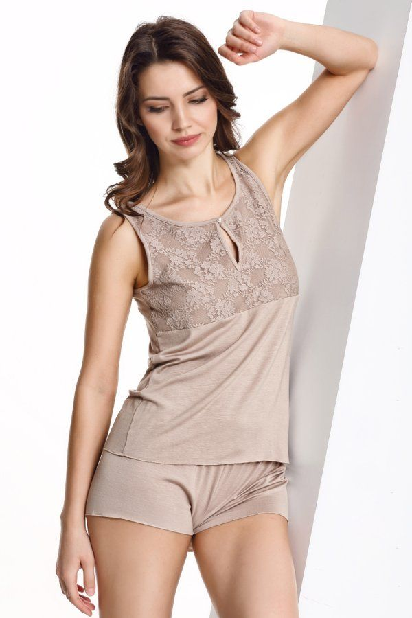 Pohodlné dvoudílné dámské pyžamo CAMILLA v béžové barvě ze 100% bambusového vlákna potěší oko nejedné ženy.