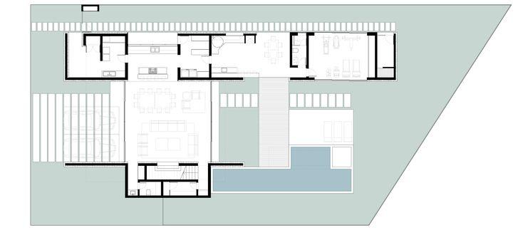 Localização: Pouso Alegre, MG Uso: Residencial Ano: 2016 Projeto de uma residência de aproximadamente 420 m² inserido em um condomínio na cidade de Pouso Alegre/ MG. O conceito principal da criação dos cômodos foi trazer para dentro dos ambient...