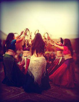 Danser la Vie, incarner par le mouvement l'énergie de l'âme créatrice qui vient du fond de nos ventres de femmes.