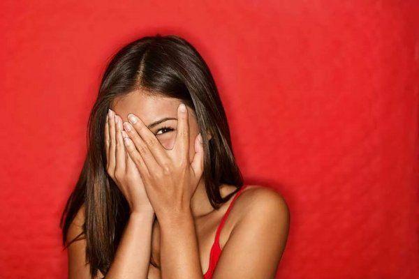 Звездная «минута позора»: Неловкие моменты из жизни знаменитостей http://actualnews.org/exclusive/154324-zvezdnaya-minuta-pozora-nelovkie-momenty-iz-zhizni-znamenitostey.html  Абсолютно с каждым человеком может произойти ситуация, за которую потом бывает стыдно. Никто из нас не хотел бы предстать в невыгодном свете перед окружающими, однако от этого невозможно застраховаться на 100%, и практически всем когда-либо приходилось пережить свою «минуту позора».