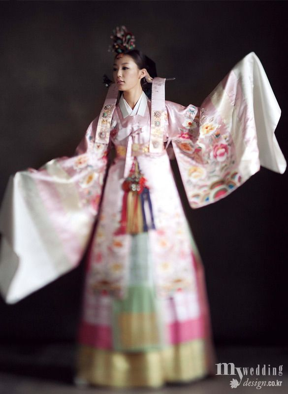 Hanbok | Korea We all need to try one ON, and maybe buy one and have a tea party.