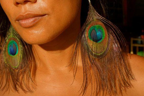 Pauw veren oorbellen van valerieparis op Etsy #peacock #earrings #feathers #bohemian #boho #amazonian #gypsie #native american #wild