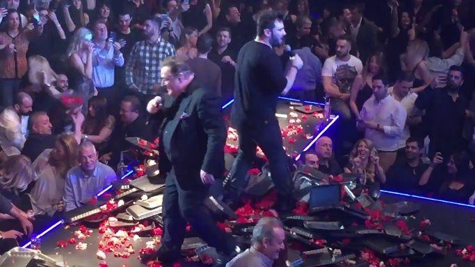 Καρράς – Παντελίδης: Βρέθηκαν ξανά επί σκηνής μετά από 2 χρόνια και έγινε πανικός (βίντεο)