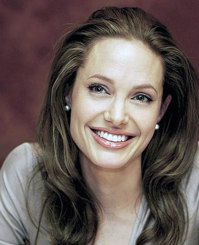 The Secret of Angelina Jolie's Double Mastectomy Is Now Revealed  - One of the hottest and latest news about celebrities in these days is Angelina Jolie's decision to undergo a double mastectomy. The famous actress wh... -   .